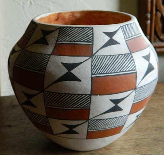 Acoma Pot (pueblo pottery)